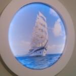 натяжной потолок с фотопечатью. настенное панно. матовый. парусник в море
